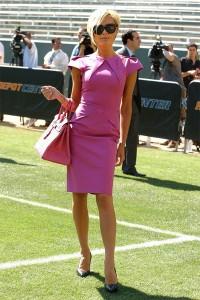 Розовата рокля на Виктория Бекъм